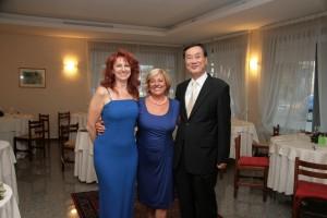 ADUA VERONI, prima moglie di Luciano Pavarotti, con Maria Grazia Patella e il Console generale della Corea del Sud