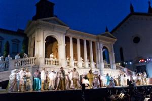 scena Rigoletto in Piazza Grande